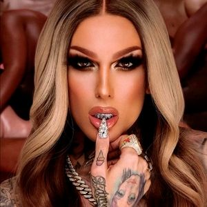 """Jeffree Star """"Table Top"""" The Gloss"""